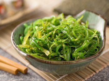 Fitoterapia: che cos'è l'alga wakame e a cosa può essere utile?