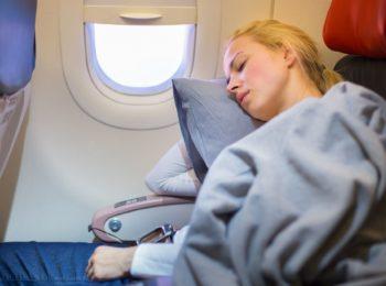 Orecchie tappate in volo: rimedi per adulti e bambini